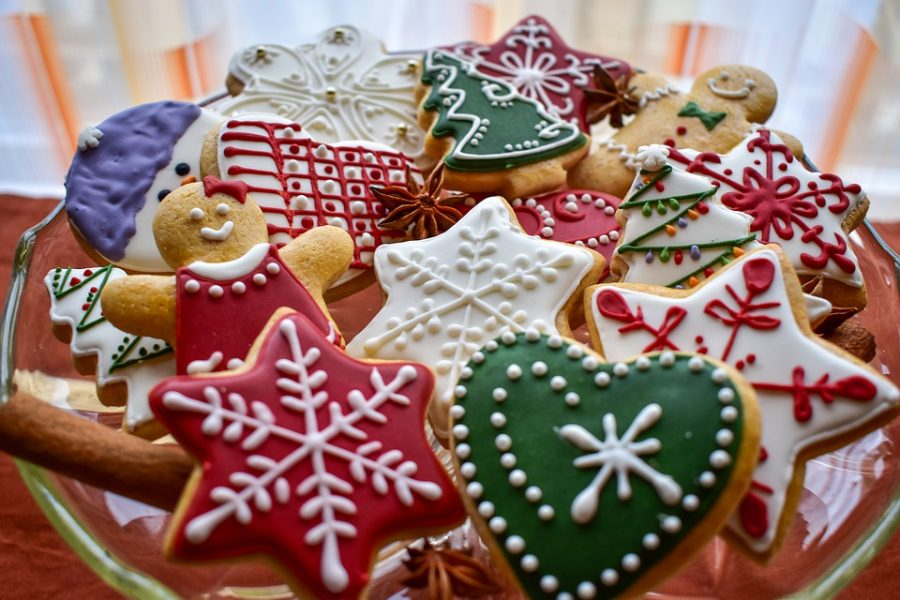 Holiday cookies are a necessary part of any party platter. Photo courtesy of Pixabay.